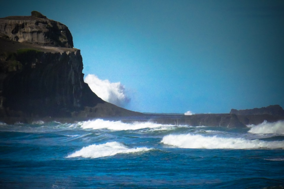 wave_at_muriwai-1150027